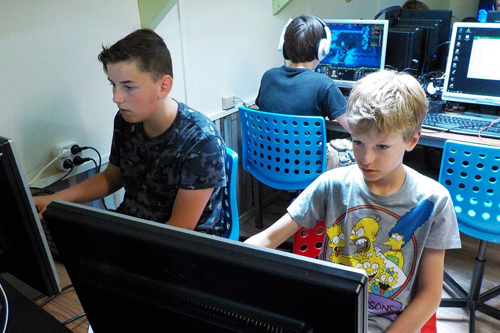 gamen op het computerkamp