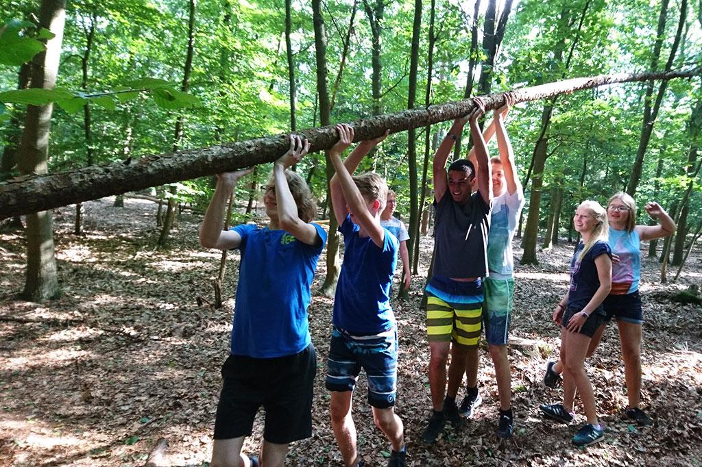 zomerkamp survivalkamp hutten bouwen